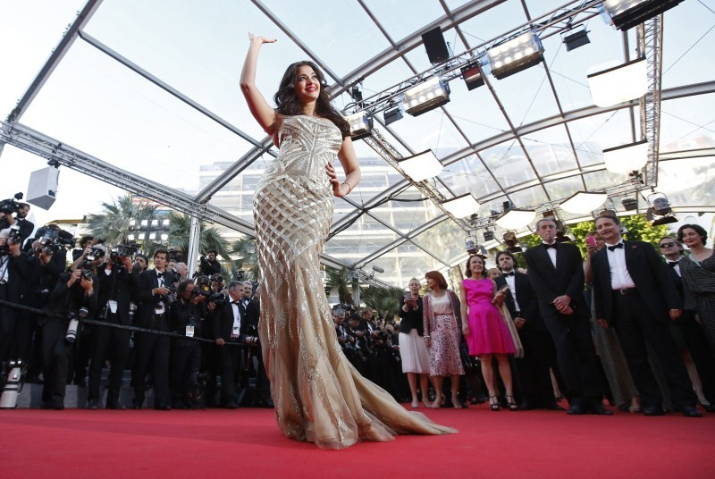 Aishwarya Rai Bachchan looked absolutely stunning as she walked the red carpet