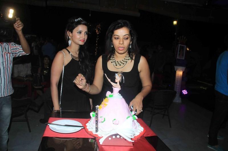 Aadha Khan Birthday Bash,Aadha Khan,Aadha Khan birthday celebration,Ankit Gera,Pratyusha Banerjee,Makrand Malhotra,Makrand,birthday celebration,birthday party,birthday pics,birthday images,birthday photos