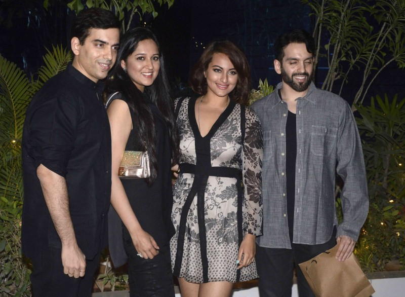 Mary Kom Success Bash,Mary Kom,Mary Kom Success Bash hosted by Omung Kumar,Sonakshi Sinha,actress Sonakshi Sinha,Sonakshi Sinha pics,Anupam Kher,Anupam Kher pics,Sonakshi Sinha images,Sonakshi Sinha photos,Sonakshi Sinha stills,hot Sonakshi Sinha,Sonakshi