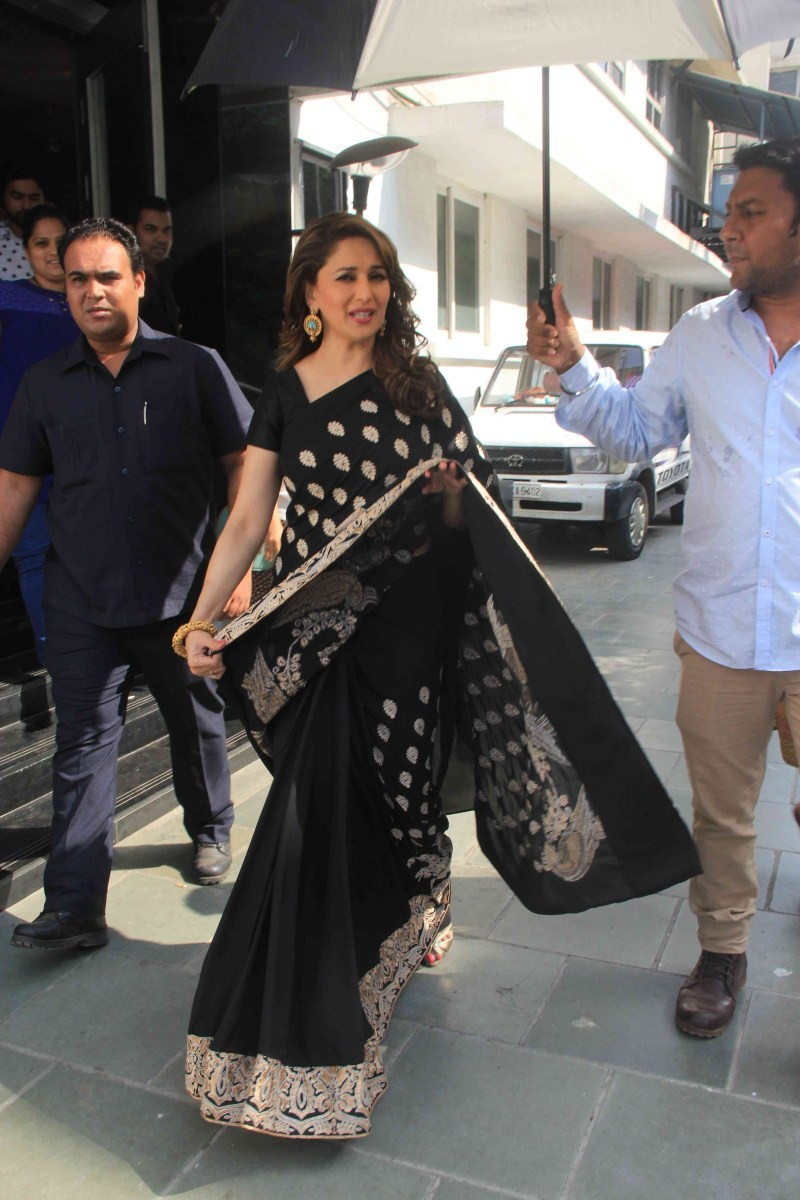 Madhuri Dixit,actress Madhuri Dixit,Madhuri Dixit Snapped at Famous Studio in Mumbai,Madhuri Dixit pics,Madhuri Dixit images,Madhuri Dixit photos,Madhuri Dixit stills,Madhuri Dixit pictures,Madhuri Dixit latest pics,Madhuri Dixit latest images,Madhuri Dix