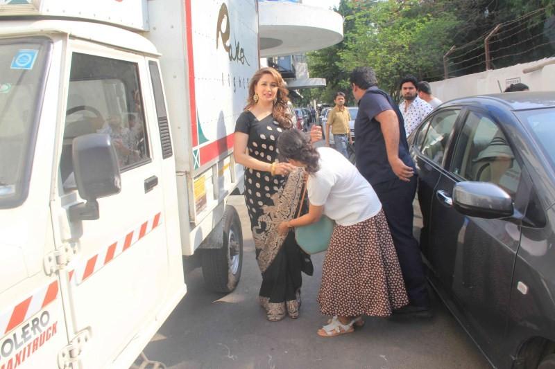 Madhuri Dixit,actress Madhuri Dixit,Madhuri Dixit Snapped at Famous Studio in Mumbai,Madhuri Dixit pics,Madhuri Dixit images,Madhuri Dixit photos,Madhuri Dixit stills,Madhuri Dixit pictures,Madhuri Dixit latest pics,Madhuri Dixit latest images,Madhuri Dix
