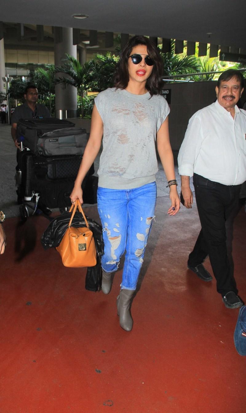 Priyanka Chopra,actress Priyanka Chopra,Priyanka Chopra at airport,Priyanka Chopra pics,Priyanka Chopra images,Priyanka Chopra photos,Priyanka Chopra stills,Priyanka Chopra latest pics,Priyanka Chopra latest images,Priyanka Chopra latest photos,Priyanka C