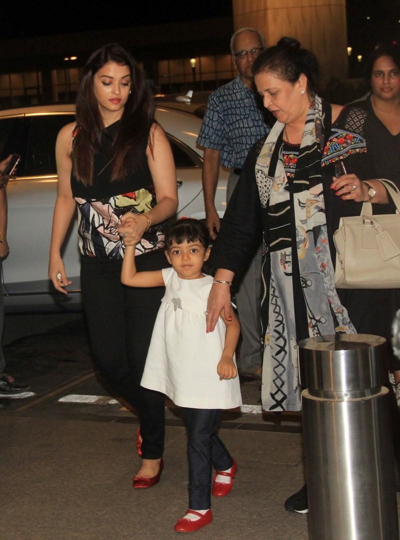 Cannes 2015,Aishwarya Rai Bachchan,Aishwarya Rai Bachchan at Cannes 2015,Sonam Kapoor,Sonam Kapoor at Cannes 2015,Cannes Film Festival 2015,68th Cannes Film Festival,Cannes Red Carpet,Aishwarya Rai Bachchan Cannes,cannes 2015 aishwarya rai,sonam kapoor ph