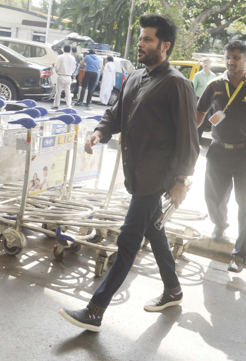 Anil Kapoor Snapped at Domestic Airport,Anil Kapoor,actor Anil Kapoor,Anil Kapoor pics,Anil Kapoor images,Anil Kapoor photos,Anil Kapoor stills,Anil Kapoor pictures,Anil Kapoor latest pics,Anil Kapoor latest images,Anil Kapoor latest photos,Anil Kapoor la