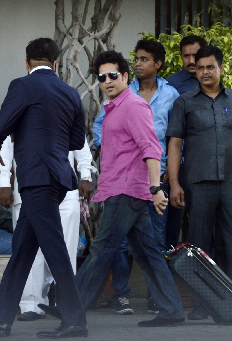 Sachin Tendulkar spotted at Mumbai International Airport