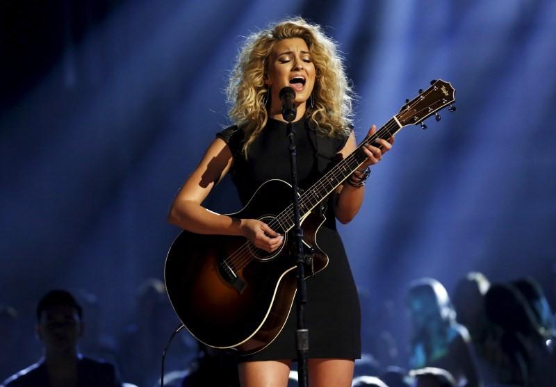 Tori Kelly performs Nobody Love at the 2015 Billboard Music Awards