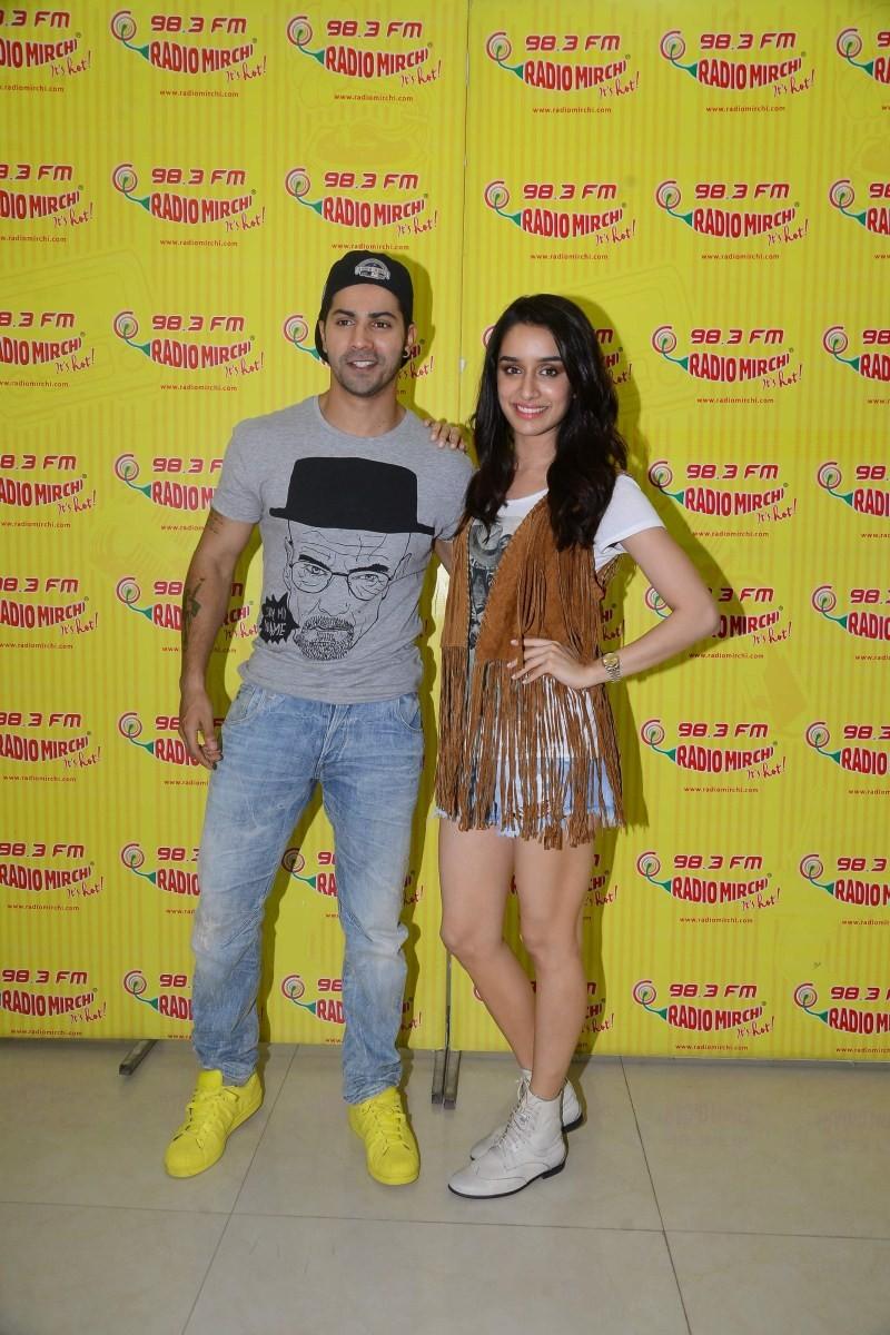 Varun Dhawan and Shraddha Kapoor Promote ABCD 2 at Radio Mirchi