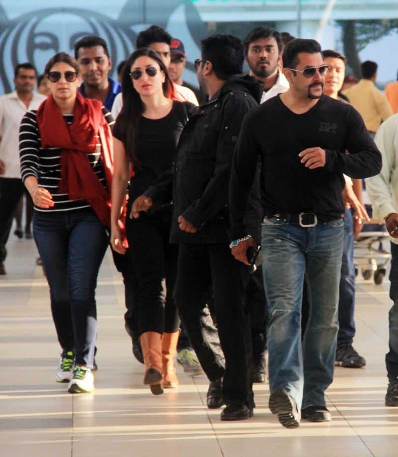 Salman Khan and Kareena Kapoor Khan returns from Bhaijaan Shooting,Salman Khan,actor Salman Khan,Salman Khan returns from Bhaijaan Shooting,Kareena Kapoor Khan,Kareena Kapoor,Salman Khan and Kareena Kapoor,Kareena Kapoor returns from Bhaijaan Shooting,Sal