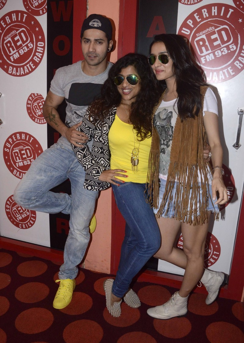 Varun Dhawan and Shraddha Kapoor at Red Fm 93.5,Varun Dhawan,Shraddha Kapoor,Varun Dhawan and Shraddha Kapoor,Any Body Can Dance 2,ABCD 2,ABCD 2 movie promotion,Shraddha Kapoor pics,Shraddha Kapoor images,Shraddha Kapoor photos,Shraddha Kapoor stills