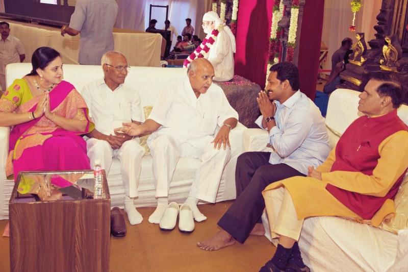 Ramoji Rao, YS Jagan and T Subbirami Reddy at Manchu Manoj Wedding