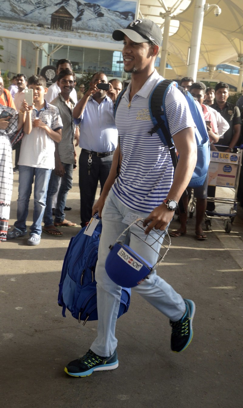Mumbai Indian Players spotted at Airport,Mumbai Indian Players,Mumbai Indian at Airport,Mumbai Indian,Indian cricketers,ipl 2015,ipl 8