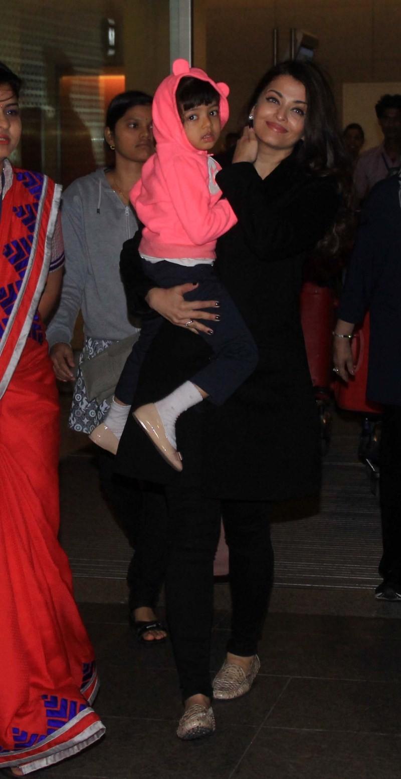 Aishwarya Rai returns from Cannes Film Festival,Aishwarya Rai returns from Cannes,Aishwarya Rai,Aishwarya rai Bachchan,Aishwarya Rai Bachchan Cannes,aishwarya rai with aaradhya,aaradhya,daughter Aaradhya,aaradhya latest pics,Aishwarya Rai pics,Aishwarya R