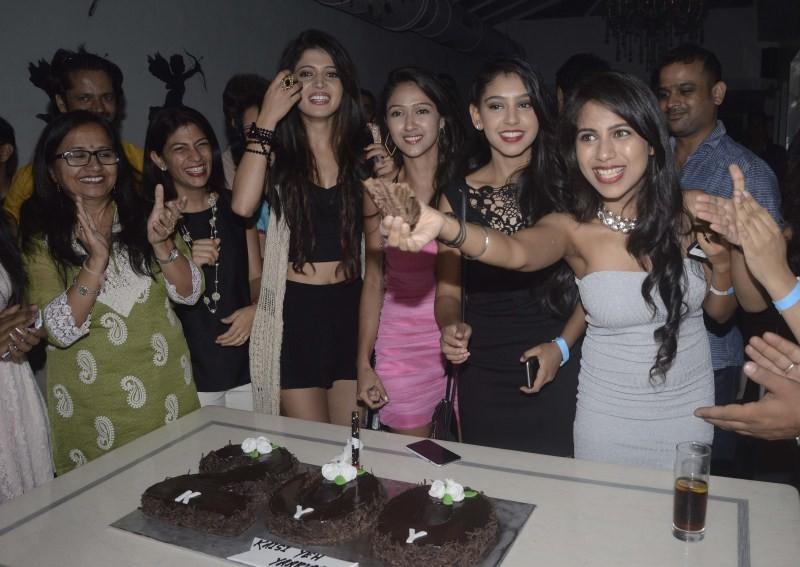 Kaisi Yeh Yaariyan star cast Celebrates 200 Episodes,Kaisi Yeh Yaariyan,Indian television show,television show,200 Episodes,Kaisi Yeh Yaariyan 200 Episodes,kaisi yeh yaariyan cast,kaisi yeh yaariyan episodes,MTV Kaisi Yeh Yaariaan