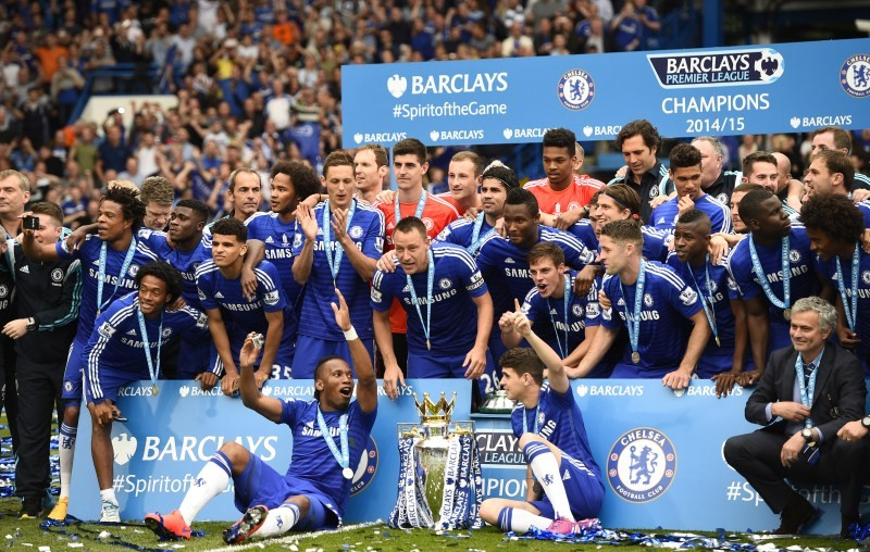 Chelsea celebrate with the trophy after winning the Barclays Premier League,Chelsea,Barclays Premier League,Football,Barclays Premier League final,Premier League trophy,Chelsea FC,Sunderland AFC,Didier Drogba,Petr Cech,Dick Advocaat,Chelsea boss Jose Mour