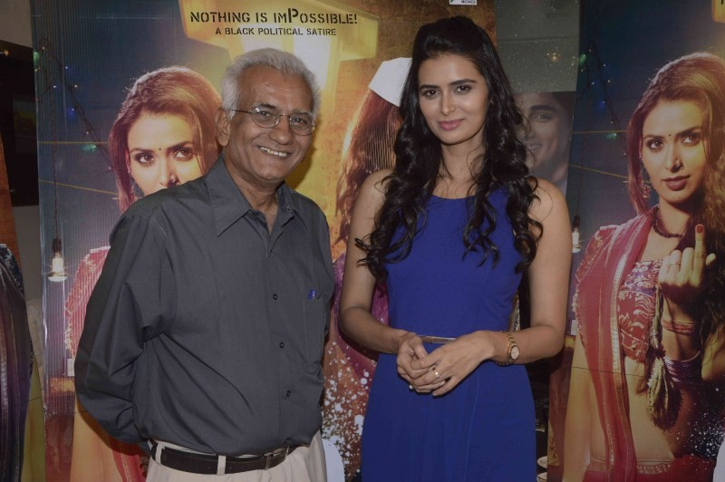 P Se Pm Tak Movie Promotion,P Se Pm Tak,Bollywood movie P Se Pm Tak,Meenakshi Dixit,Meenakshi Dixit at P Se Pm Tak Movie Promotion,Kundan Shah,Kundan Shah at P Se Pm Tak Movie Promotion,P Se Pm Tak Movie Promotion pics,P Se Pm Tak Movie Promotion images,P