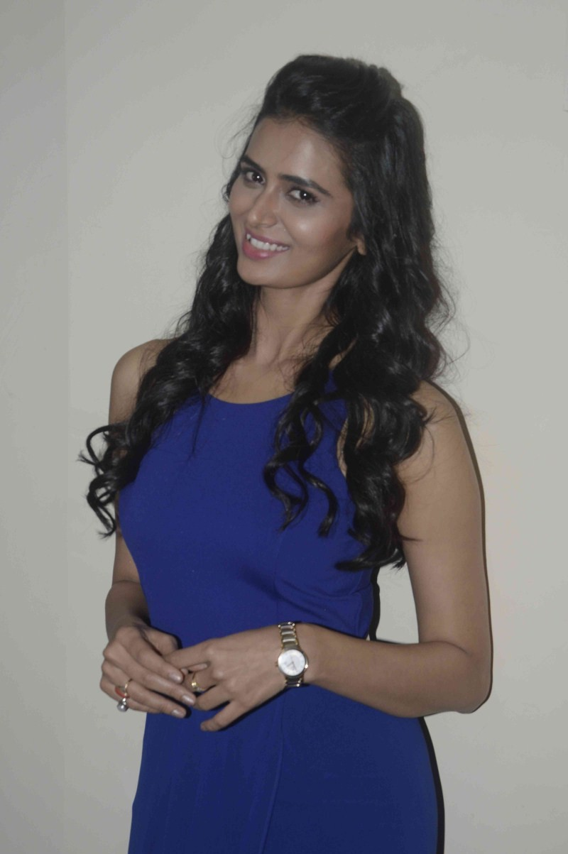 Meenakshi Dixit Latest Pics,Meenakshi Dixit Latest images,Meenakshi Dixit Latest photos,Meenakshi Dixit Latest stills,Meenakshi Dixit,actress Meenakshi Dixit,Meenakshi Dixit pics,Meenakshi Dixit images,Meenakshi Dixit photos,Meenakshi Dixit stills,Actress