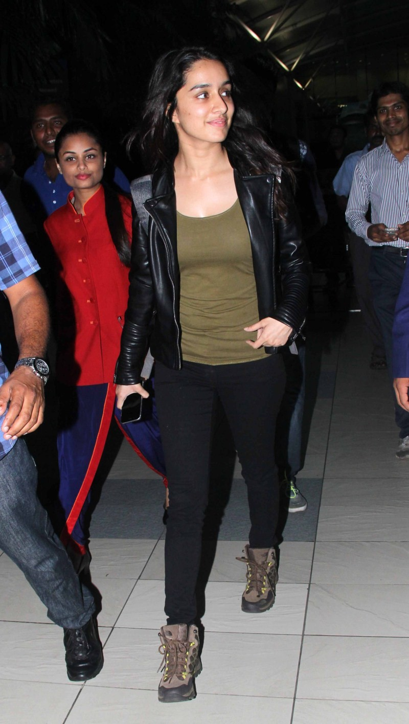 Shraddha Kapoor spotted at Airport,Shraddha Kapoor at Airport,Shraddha Kapoor,actress Shraddha Kapoor,Shraddha Kapoor pics,Shraddha Kapoor images,Shraddha Kapoor photos,Shraddha Kapoor stills,Shraddha Kapoor latest pics,Shraddha Kapoor latest images,Shrad