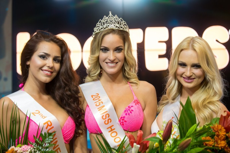 Miss Hooters Hungary Beauty Contest 2015,Miss Hooters Hungary Beauty Contest,Hungary Beauty Contest 2015,Swimsuit,contestants sizzle in swimsuit round,Swimsuit pics,fashion show