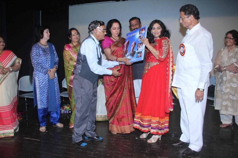 Hema Malini launches Choo Lein Aasmaan book,Choo Lein Aasmaan book,Hema Malini,actress Hema Malini,Hema Malini at Choo Lein Aasmaan book launch,Hema Malini pics,Hema Malini images,Hema Malini photos,Hema Malini stills,Hema Malini pictures