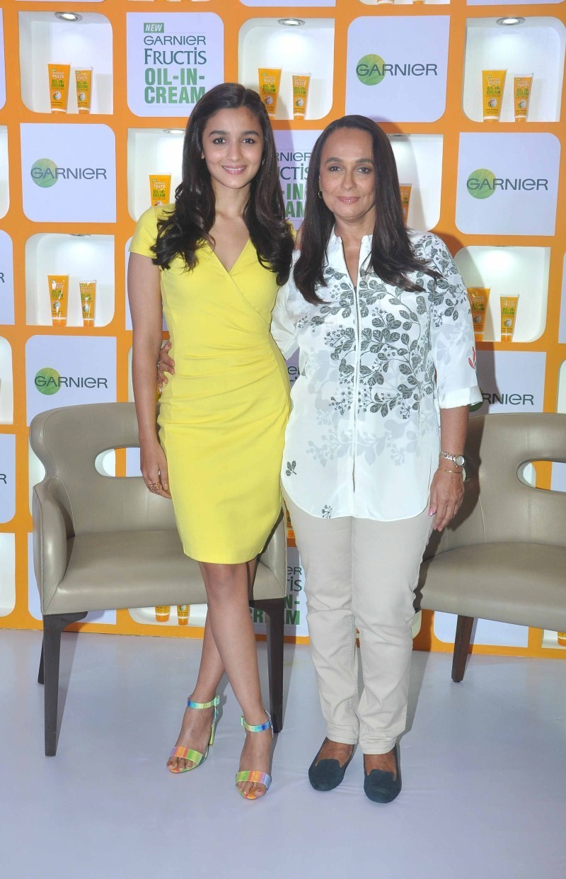Alia Bhatt and Soni Razdan at Garnier Fructis Oil-In-Cream launch,Alia Bhatt at Garnier Fructis Oil-In-Cream launch,Soni Razdan at Garnier Fructis Oil-In-Cream launch,Garnier Fructis Oil-In-Cream launch,Garnier Fructis,Alia Bhatt and Soni Razdan,Alia Bhat