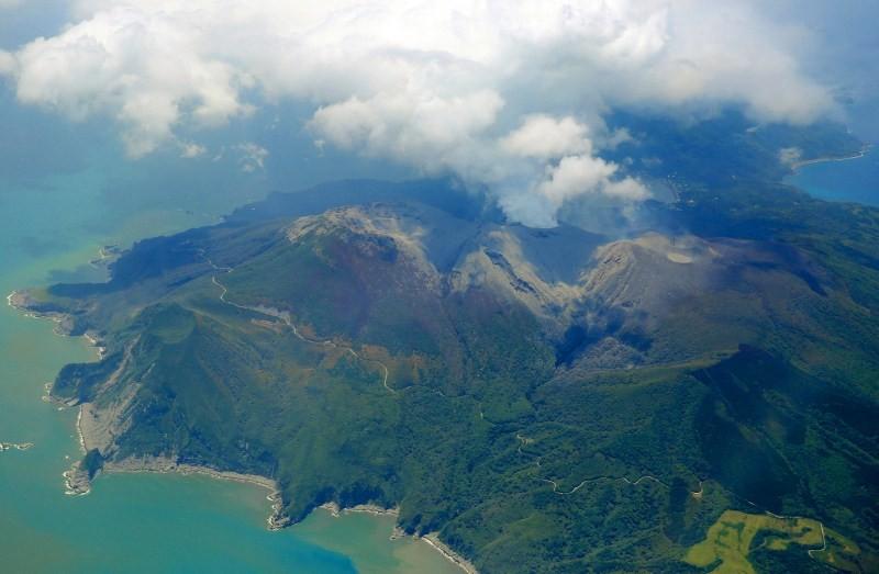 Japan's Shinmoedake Volcano Erupts,Shinmoedake Volcano Erupts,Mount Shindake volcano,volcano,eruption of Japan's,Volcanic lightning,japan's shinmoedake volcano erupts,volcanic lightning is seen above shinmoedake,shinmoedake peak erupts