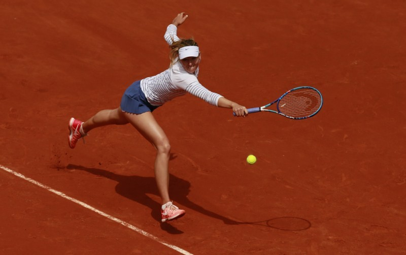 Maria Sharapova crashes out of French Open in Fourth Round,Maria Sharapova,Maria Sharapova out of French Open,French Open,French Open 2015,Maria Sharapova crashes in Fourth Round,Lucie Safarova,Lucie Safarova defeat Maria Sharapova,tennis