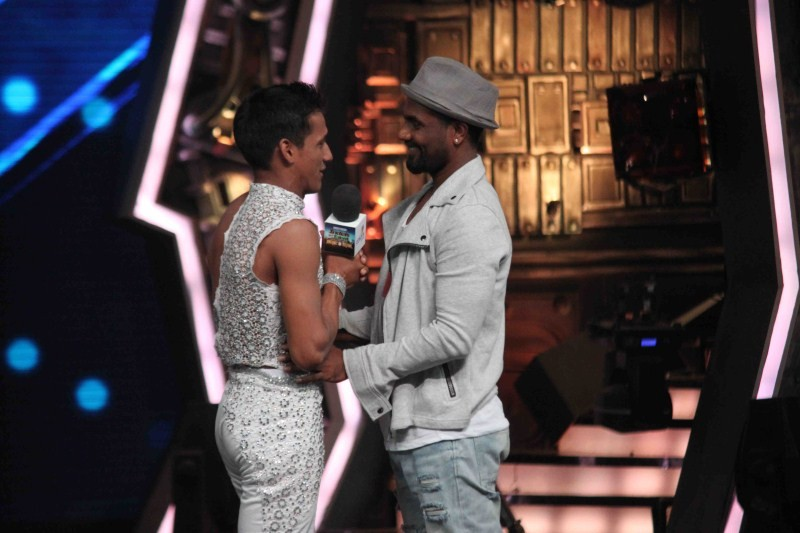 Varun Dhawan and Shraddha Kapoor on the sets of India's Got Talent,Varun Dhawan on the sets of India's Got Talent,Shraddha Kapoor on the sets of India's Got Talent,Varun Dhawan and Shraddha Kapoor,Varun Dhawan,Shraddha Kapoor