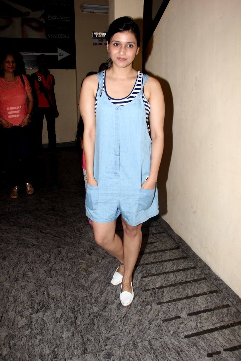 Sonam Kapoor watch Dil Dhadakne Do at PVR Mumbai,sonam Kapoor,Dil Dhadakne Do,Dil Dhadakne Do special screening,Dil Dhadakne Do review,Sonam Kapoor pics,Sonam Kapoor images,Sonam Kapoor photos,Sonam Kapoor stills
