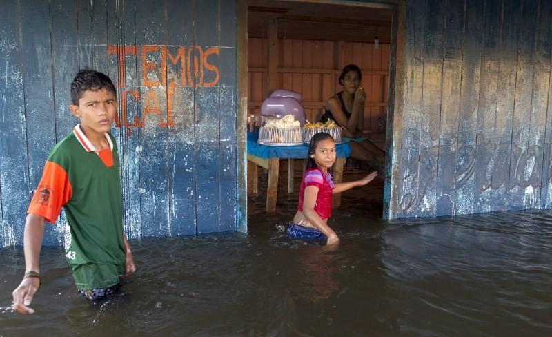 Amazon River Overflows in Brazil,Amazon River Overflows,Amazon River in Brazil,heavy rain,heavy rain in Brazil,street flooded,Anama,Amazonas state,Brazil
