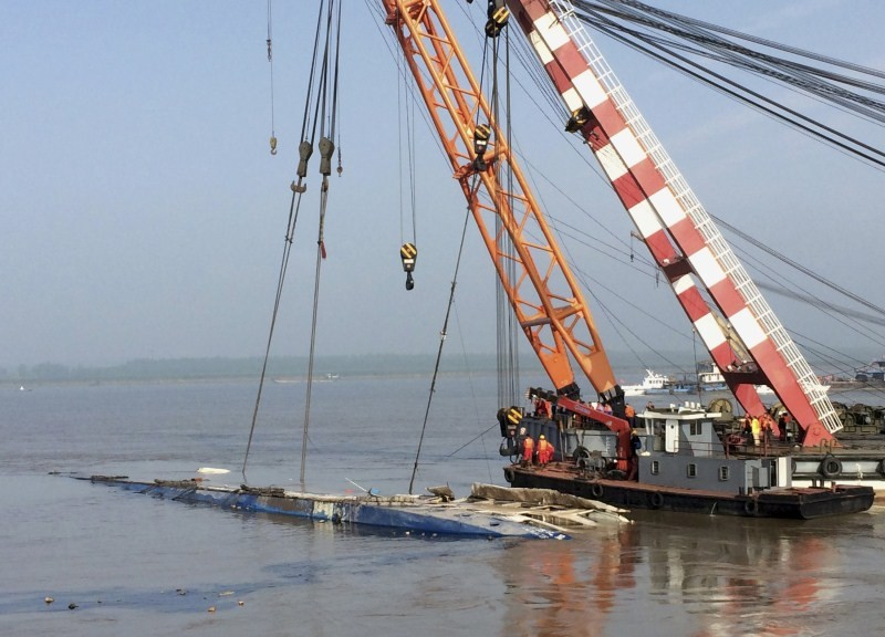 China Ferry Disaster,Stricken ship hoisted from Yangtze River,Yangtze River,Stricken ship,Yangtze Cruise Ships
