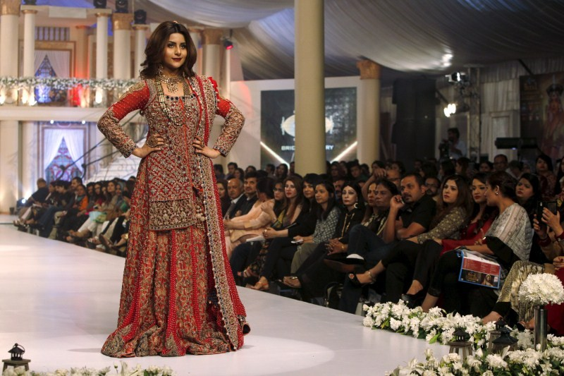 Bridal Couture Week in Karachi,Fashion Week,fashion show,Bridal Couture Week,Bridal Couture,Pakistani designer Fozia Hammad,Fozia Hammad,fashion show pics,fashion show images,fashion show picphotos,fashion show picstills