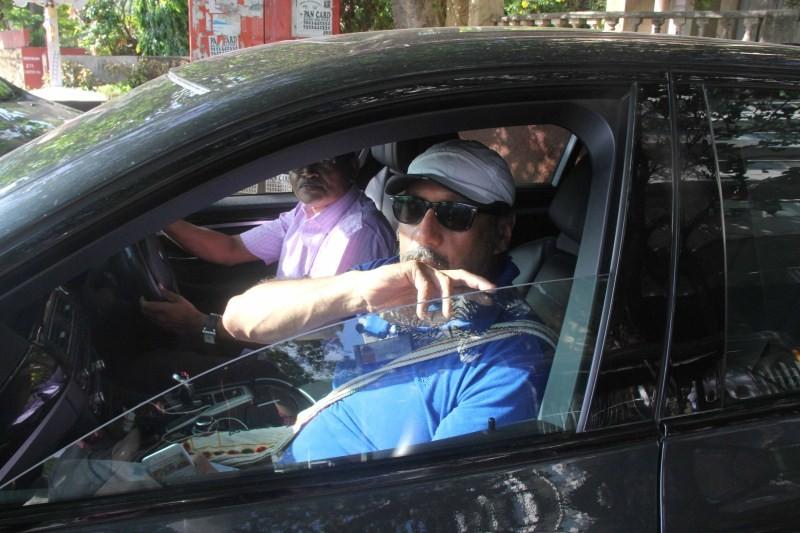 Jackie and Tiger Shroff snapped at Bandra,Jackie shroff,Tiger Shroff,Tiger Shroff snapped at Bandra,Jackie Shroff snapped at Bandra