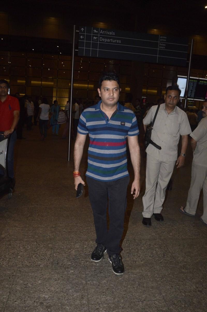 Bollywood Celebs return from IIFA 2015,IIFA 2015,Celebs return from IIFA 2015,celebs at airport,celebs snapped at airport,celebs snapped at international airport,anil kapoor,Hrithik Roshan,arjun kapoor,sonakshi sinha,anushka sharma