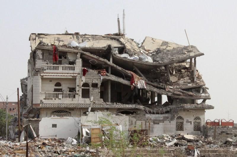 Bombing Yemen,Saudi Arabia,Saudi Bombing Campaign,Bombing Campaign,yemen news,yemen suicide bombing,yemen rebels,Bombing Yemen pics,effects of Bombing Yemen,Yemen's capital Sanaa