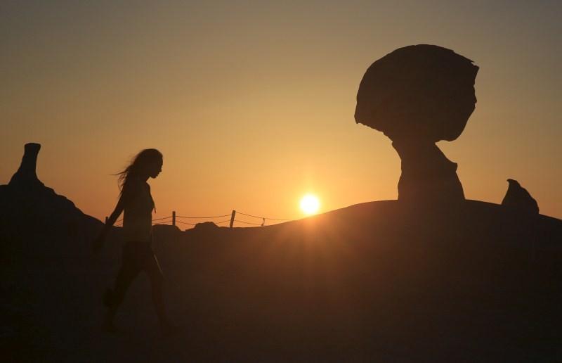 Egyptian White Desert,White Desert,wind and sand,farafra oasis,black and white desert,white desert safari,farafra white desert,White Desert pics,White Desert images,White Desert photos,White Desert stills