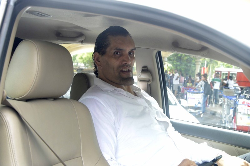 Great Khali,Praveen Kumar,Great Khali snapped at Airport,Praveen Kumar snapped at Airport,The Great Khali,Wrestler The Great Khali,Cricket Player Praveen Kumar