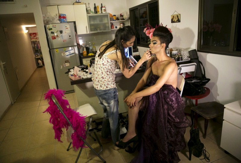 Israeli Arab drag queen,Israeli Arab drag queen finds refuge in Tel Aviv,Tel Aviv bar,Israeli Arab homosexual drag queen,Arab homosexual drag queen,drag queen,Israeli-Arab Drag Queen