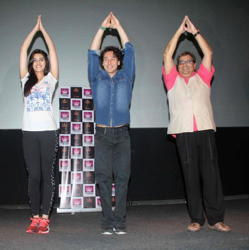 Kriti Sanon and Tiger Shroff participate in a Mass Yoga,Kriti Sanon participate in a Mass Yoga,participate in a Mass Yoga,Kriti Sanon,Kriti Sanon yoga,Kriti Sanon pics,Kriti Sanon images,Kriti Sanon stills,Subhash Ghai