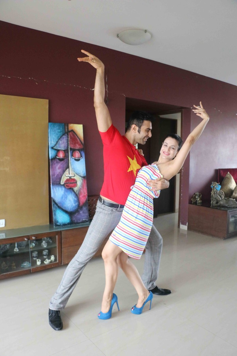 Amisha Patel,Amisha Patel learns western dance from Sandip Soparrkar,Amisha Patel learns dance from Sandip Soparrkar,Sandip Soparrkar,Amisha Patel dance,Amisha Patel pics,Amisha Patel images,Amisha Patel photos,Amisha Patel stills,Amisha Patel learns west