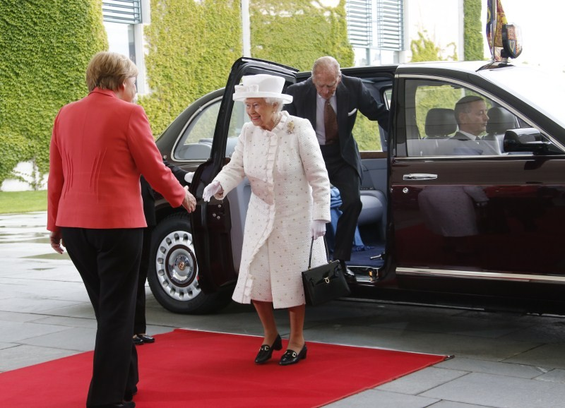 Queen Elizabeth II,Britain's Queen Elizabeth II,Britain's Queen Elizabeth II begins visit Germany,Queen Elizabeth,Angela Merkel,German Chancellor Angela Merkel