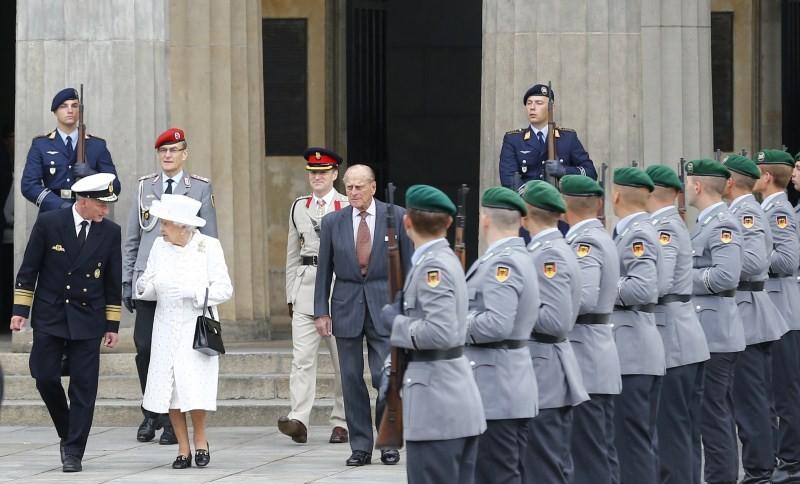 Queen Elizabeth II,Britain's Queen Elizabeth II,Britain's Queen Elizabeth II begins visit Germany,Queen Elizabeth,Angela Merkel,German Chancellor Angela Merkel