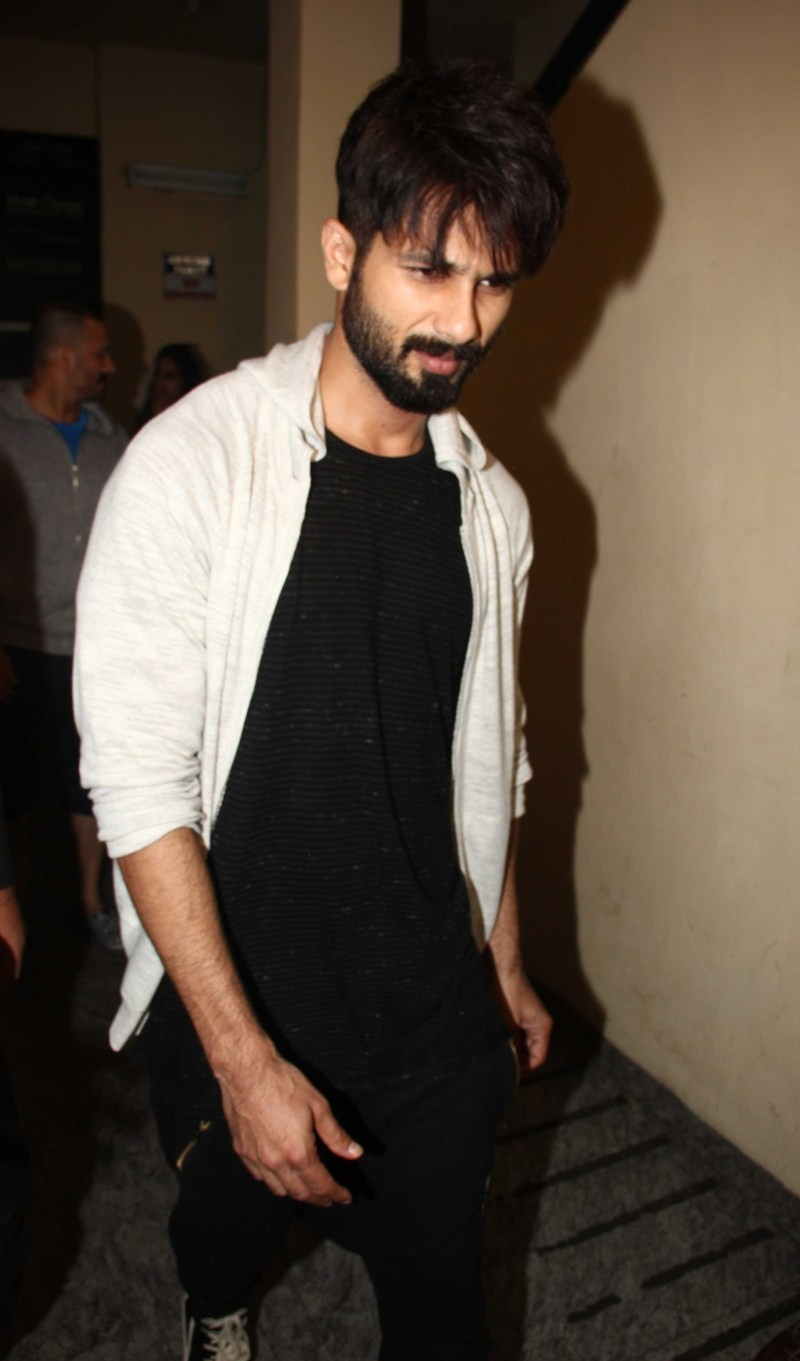Shahid Kapoor,actor Shahid Kapoor,Shahid Kapoor snapped at Juhu,Dil Dhadhakne do,Shahid Kapoor pics,Shahid Kapoor images,Shahid Kapoor photos,Shahid Kapoor stills,Shahid Kapoor pictures,actor Shahid Kapoor pics,actor Shahid Kapoor images,actor Shahid Kapo