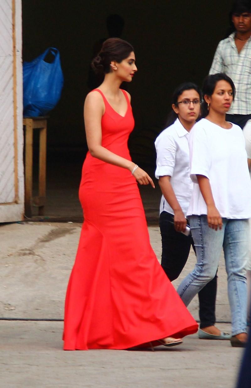 Sonam Kapoor,Sonam Kapoor snapped at Mehboob Studio,Sonam Kapoor at Mehboob Studio,actress Sonam Kapoor,Sonam Kapoor pics,Sonam Kapoor images,Sonam Kapoor photos,Sonam Kapoor stills,Sonam Kapoor pictures,Sonam Kapoor hot pics