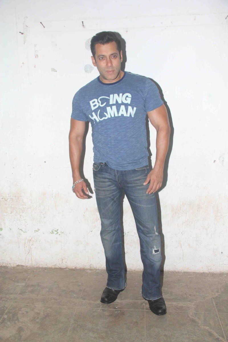 Salman Khan,actor Salman Khan,Salman Khan Snapped at Mehboob Studio,Salman Khan at Mehboob Studio,Salman Khan pics,Salman Khan images,Salman Khan photos,Salman Khan stills,Salman Khan pictures