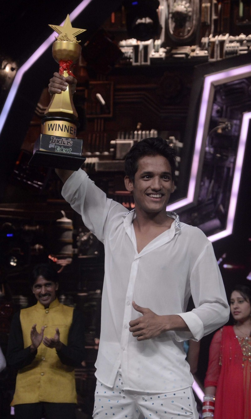 Manik Paul,IGT 6 winner Manik Paul,India's Got Talent season 6 Trophy,India's Got Talent,India's Got Talent season 6,Manik Paul pics,Manik Paul images,Manik Paul photos,Manik Paul stills,Manik Paul pictures