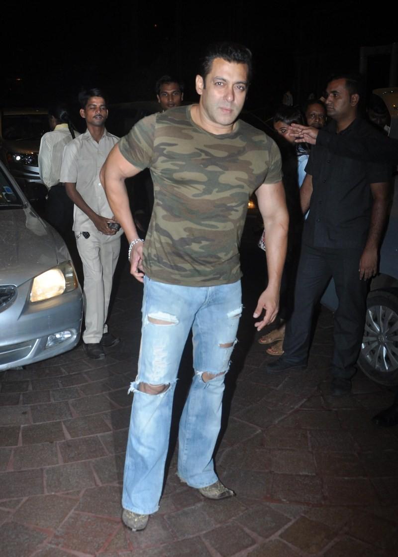 Salman Khan,actor Salman Khan,Salman Khan spotted at Taj Lands End,Salman Khan at Taj Lands End,Salman Khan pics,Salman Khan images,Salman Khan photos,Salman Khan stills