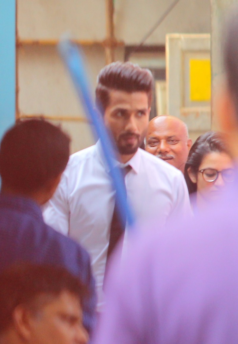 Shahid Kapoor,Shahid Kapoor Snapped on the sets of Jhalak Dikhla Jaa,Shahid Kapoor at Jhalak Dikhla Jaa,Jhalak Dikhla Jaa,Jhalak Dikhla Jaa on the sets,actor Shahid Kapoor,Shahid Kapoor pics,Shahid Kapoor images,Shahid Kapoor stills,Shahid Kapoor photos,S