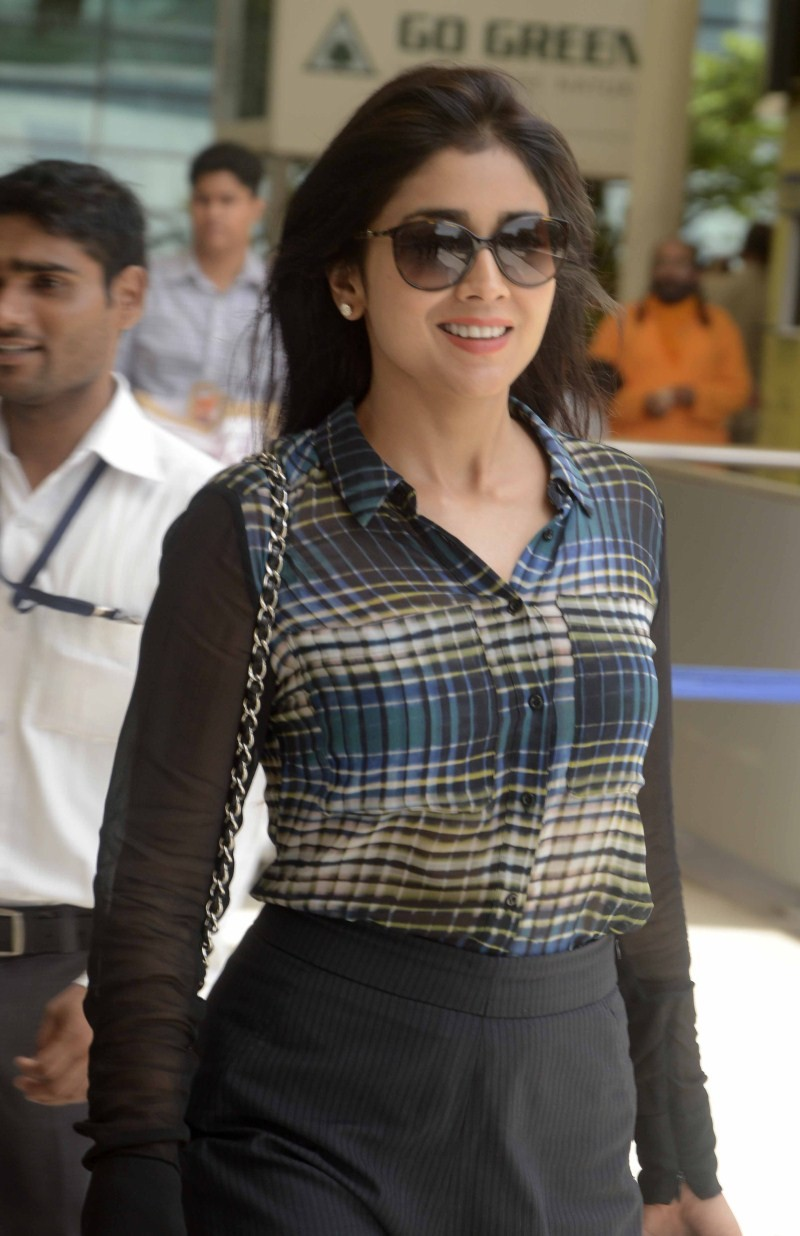 Shriya Saran,actress Shriya Saran,Shriya Saran spotted at Domestic Airport,Shriya Saran at Airport,Shriya Saran pics,Shriya Saran images,Shriya Saran photos,Shriya Saran pictures,Shriya Saran stills,Shriya Saran new pics
