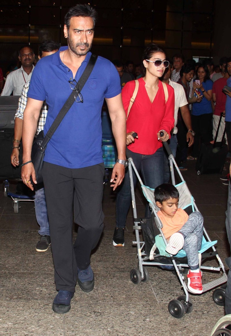 Ajay Devgan,Kajol,Ajay Devgan and Kajol,Ajay Devgan snapped at Airport,Kajol snapped at Airport
