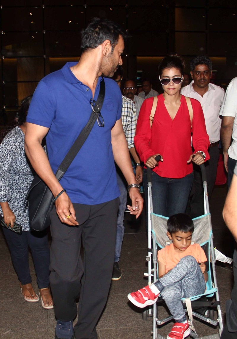 Ajay Devgan And Kajol Snapped At Airport - Photos,Images -5005